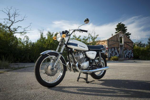 Classic rides: old vs new economy: Kawasaki H1-500 2